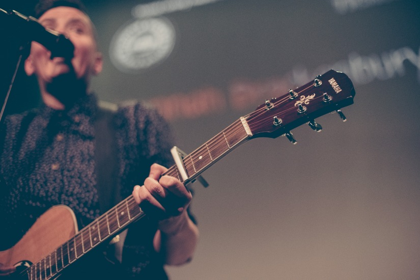 hannah brackenbury guitar